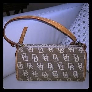 Small dooney and bourke purse excellent condition